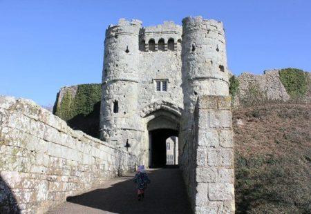 carisbrooke-castle-isle-wight-toddler